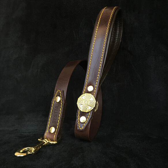 The ''Maximus'' brown shortleash