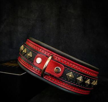 The ''Balteus'' red collar